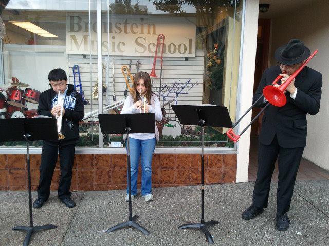 Cheerful notes for passerby's on Grand Avenue in South San Francisco {Photo Bronstein Music}