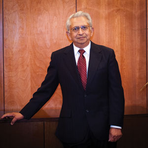 Newly appointed Councilman Gupta {photo: SMDJ}