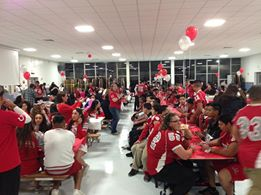 COLT fans dine and rally the night before the BIG GAME Photo: Angelique Presidente